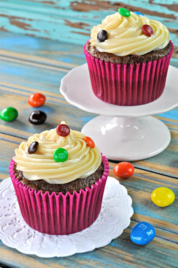 Cupcake de chocolate com brigadeiro branco